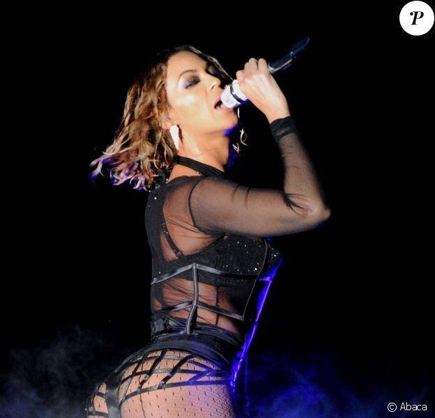 Beyoncé sur la scène des Grammy Awards au Staples Center de Los Angeles, le 26 janvier 2014.