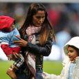 Vanessa Mansillo, épouse de Carlos Tevez, à Manchester avec leurs deux filles en janvier 2011.   En juin 2011, l'attaquant argentin Carlos Tevez (27 ans), rentré au pays, s'est réconcilié avec sa femme Vanessa Mansillo (31 ans), mère de leurs deux enfants, après quelques mois d'idylle avec la jeune Brenda Asnicar (19 ans). Leur troisième réconciliation.
