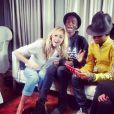 """Enora Malagré et Stéphane Bak aux côtés Pharrell Williams pour l'émission """"Enora, le soir"""", diffusée sur Virgin Radio. Le 24 février 2014"""