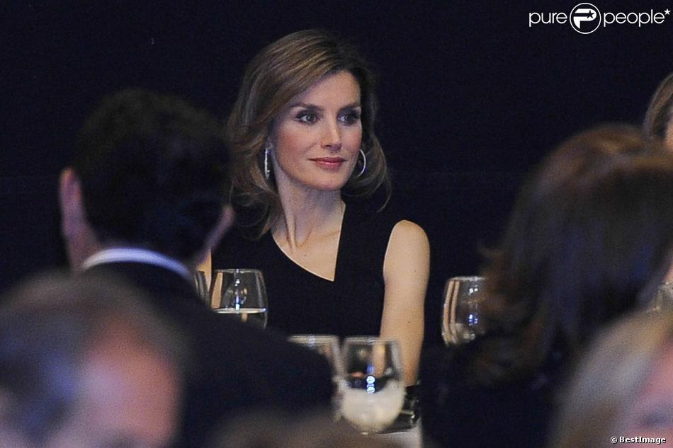 La princesse Letizia d'Espagne lors du dîner de gala rendant hommage, à la Maison de l'Amérique à Madrid le 4 mars 2014, au travail de l'économiste Enrique V. Iglesias.