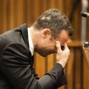 Oscar Pistorius, le procès : Effondré, l'athlète craque en revivant le drame