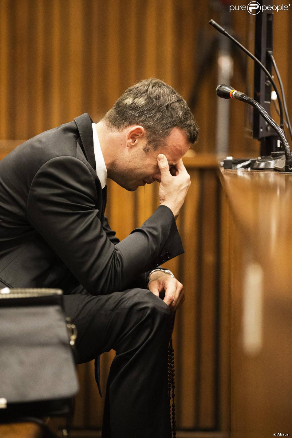Oscar Pistorius lors de son procès devant le tribunal de Pretoria, où il doit répondre du meurtre de Reeva Steenkamp, le 6 mars 2014