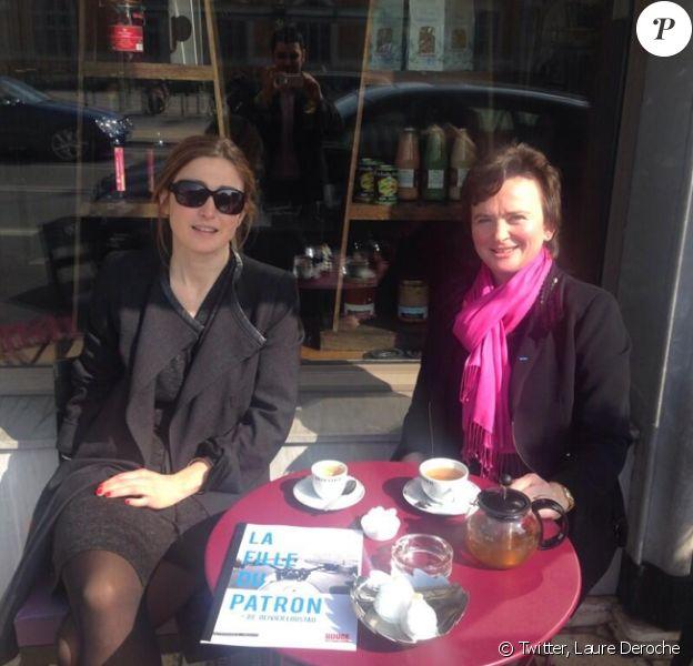 """La maire de Roanne, Laure Deroche, fière de poster cette photo de Julie Gayet et elle le 12 mars : """"Visite à Roanne de Julie #gayet pour préparer le tournage. Je souhaite que les Roannais puissent y participer"""""""