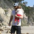 Chris Hemsworth emmène sa fille India, à la plage à Malibu, le 13 mars 2014.