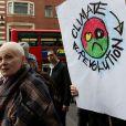 La créatrice Vivienne Westwood, créatrice du mouvement Climate Revolution, marque son engagement en prenant part à la manifestation Fracked Future Carnival à Londres. Le 19 mars 2014.
