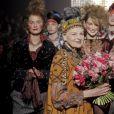 Vivienne Westwood à l'issue de son défilé automne-hiver 2014-2015 à Paris, le 1 mars 2014.