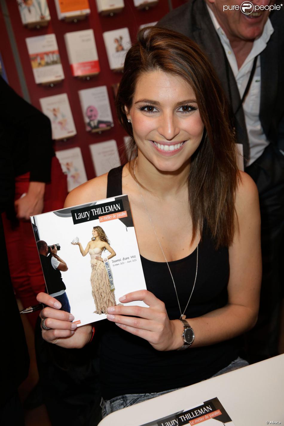 Laury Thilleman à la 34e édition du Salon du Livre à Paris, Porte de Versailles, le 22 mars 2014.