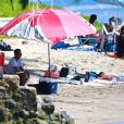 L'acteur Chris Rock profite d'une journée ensoleillée avec sa femme Malaak Compton-Rock et leurs deux filles Lola et Zahara, sur une plage de Lahaina. Hawaï, le 23 mars 2014.