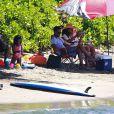 L'acteur Chris Rock, détendu en vacances avec sa femme Malaak Compton-Rock et leurs deux filles Lola et Zahara, sur une plage de Lahaina. Hawaï, le 23 mars 2014.
