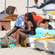 Exclusif -  Alicia Keys en famille sur une plage de St Barth le 21 mars 2014
