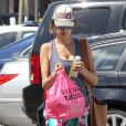 Alessandra Ambrosio emmene son fils Noah faire une activité avant de se rendre à son cours de yoga à Brentwood, le 31 mars 2014.  Please Hide Children's face Prior to the Publication Alessandra Ambrosio takes her son Noah to a baby class before hitting up her yoga class and getting tacos to-go in Brentwood, California on March 31, 2014.31/03/2014 - Brentwood