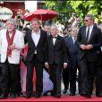 Lambert Wilson et l'équipe du film lors de la présentation de Des hommes et des dieux au Festival de Cannes le 18 mai 2010