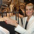 """Laeticia Hallyday au cocktail dinatoire pour le lancement de la capsule Sarah Lavoine et Juliette Swildens, associées toutes les deux pour créer une collection capsule """"Around the clock!"""", à la boutique Swildens au 18, rue du Vieux Colombier, à Paris, le 3 avril 2014."""