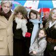 Sir Bob Geldof avec ses filles Pixie, Tiger Lilly et Peaches à Dublin en 2006, lors de la remise de la ''liberté de Dublin'' au philanthrope.