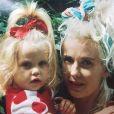 Peaches Geldof dans les bras de sa mère, sa dernière photo postée sur Instagram (le 6 avril 2014), quelques heures avant sa mort, à 25 ans seulement.