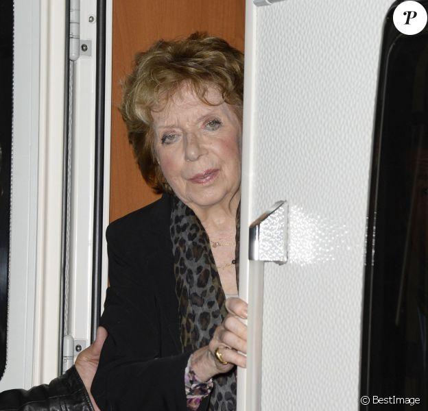 Marthe Mercadier, sur le point d'être expulsée de son appartement de Neuilly-sur-Seine pour loyers impayés, vient de recevoir une généreuse proposition des forains de la Foire du Trône qui lui mettent à disposition une caravane au coeur du bois de Vincennes le 4 avril 2014.