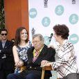 Danielle Sarah Lewis (sa fille), Jerry Lewis et SanDee Lewis (sa femme) - Jerry Lewis laisse ses empreintes dans le ciment hollywoodien au TCL, Los Angeles, le 12 avril 2014.