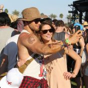 Ashley Greene amoureuse à Coachella, reine du selfie avec Kellan Lutz