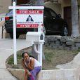 Exclusif - Alexsandra Wright, l'ancienne maîtresse de Matthew Knowles (le père de Beyoncé) et son fils Nixon sont forcés de quitter leur maison pour se retrouver à la rue le 28 Mars 2014 à Los Angeles.