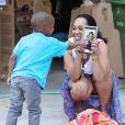 Exclusif - Alexsandra Wright, l'ancienne maîtresse de Matthew Knowles (le père de Beyoncé) et son fils Nixon sont forcés de quitter leur maison pour se retrouver à la rue le 28 Mars 2014 à Los Angeles, en Californie.