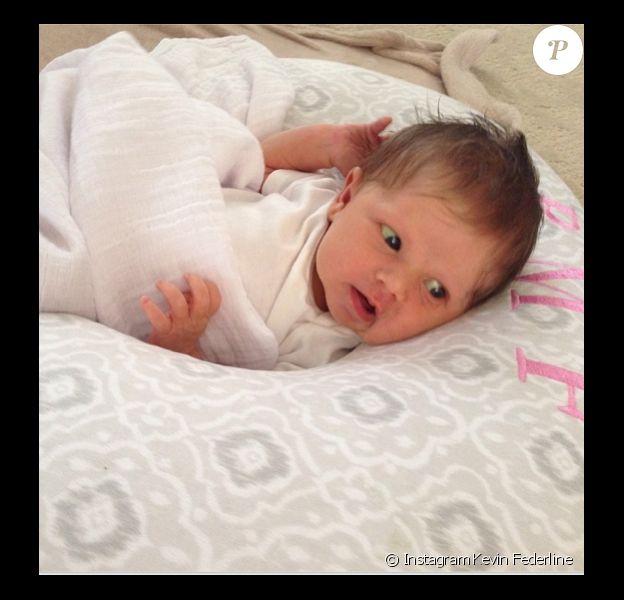 Kevin Federline présente sa petite Peyton Marie, âgée de 3 semaines, sur Twitter et Instagram.