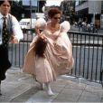 Le film Quatre Mariages et un enterrement (1994) avec Hugh Grant (Charles) et Charlotte Coleman (Scarlett)