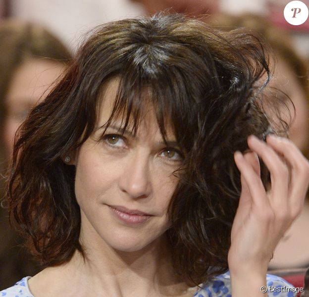"""Sophie Marceau lors de l'émission """"Vivement Dimanche"""" du 13 avril 2014"""