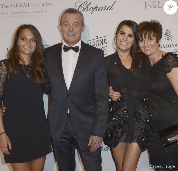 Karine Ferri, Pierre Lemarchal avec sa femme Laurence et sa fille Leslie, en mai 2013, à Paris