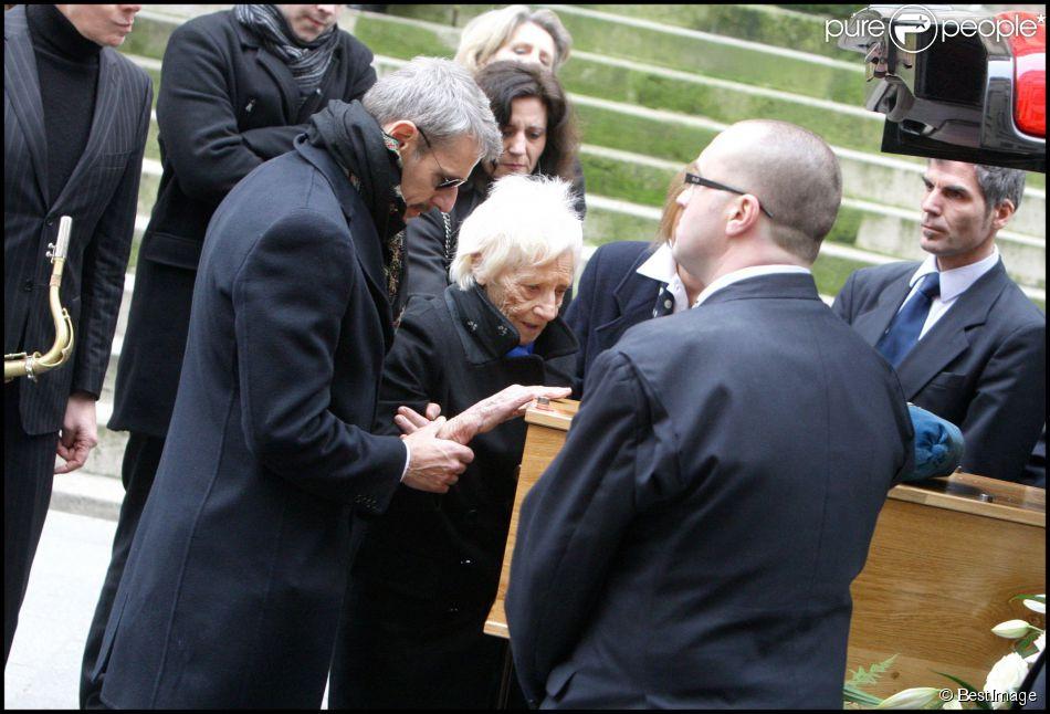 Lambert Wilson aux obsèques de son père à Paris le 8 février 2010.