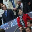 François Hollande assiste à la finale de la Coupe de France entre le Stade Rennais et Guingamp, à Saint-Denis, près de Paris, le 3 mai 2014.