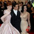 Karen Elson, Zac Posen et Dita Von Teese assistent au MET Gala au Metropolitan Museum of Art. New York, le 5 mai 2014.