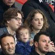 Jean Sarkozy et son fils Solal accompagnés de Pierre Sarkozy lors du match du PSG perdu face à Rennes (2-1), le 7 mai 2014 au Parc des Princes à Paris