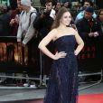 """Elizabeth Olsen (en Elie Saab) à la première du film """"Godzilla"""" à Londres le 11 mai 2014."""