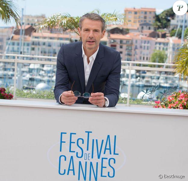 Photocall avec Lambert Wilson, le maître de cérémonie du 67e festival international du film de Cannes le 14 mai 2014