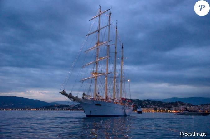 Le bateau ivre : Une position excitante pour faire l amour Bateau passagers vendre - bateaux passagers d'occasion Le bateau ivre, Rimbaud : texte commentaire compos