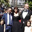 """Maria Stella Morrow, Carlo Cresto-Dina, Monica Bellucci, Sam Lowyck et Eva Morrow - Montée des marches du film """"Les Merveilles"""" (Le Meraviglie) lors du 67e Festival du film de Cannes le 18 mai 2014"""