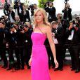 """Lara Stone lors de la montée des marches du film """"The Search"""" dans le cadre du 67e Festival de Cannes, le 21 mai 2014."""