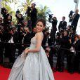 """Araya A. Hargate pour la montée des marches du film """"Sils Maria"""" lors du 67 ème Festival du film de Cannes – Cannes le 23 mai 2014."""