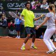 Laurent Lokoli et Alizé Cornet lors de la journées des Enfants de Roland-Garros, à Roland-Garros, le 24 mai 2014 à Paris