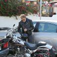 Johnny Hallyday, sa femme Laeticia et leurs filles Jade et Joy sont allés déjeuner au restaurant Taverna Tony à Malibu, le 25 mai 2014. Johnny est ensuite allé faire du shopping chez John Varvatos puis est reparti au volant de sa Harley Davidson