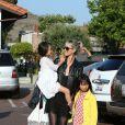 Laeticia Hallyday est allée passer un moment avec ses filles Jade et Joy dans un parc à Malibu. Les filles étaient très en joie....à chaque passage sur le toboggan, elles embrassaient leur mère. Le 25 mai 2014