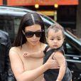 Kim Kardashian et sa fille North se rendent à la boutique/atelier Givenchy, située avenue George V à Paris. Le 20 mai 2014.