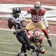 Jacoby Jones des Baltimore Ravens échappant à Dashon Goldson et Chris Culliver des San Francisco 49ers pour marquer son premier touchdown lors du Super Bowl XLVII à La Nouvelle-Orléans le 3 février 2013