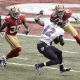 Jacoby Jones des Baltimore Ravens prêt à échapper à Dashon Goldson et Chris Culliver des San Francisco 49ers pour marquer son premier touchdown lors du Super Bowl XLVII à La Nouvelle-Orléans le 3 février 2013