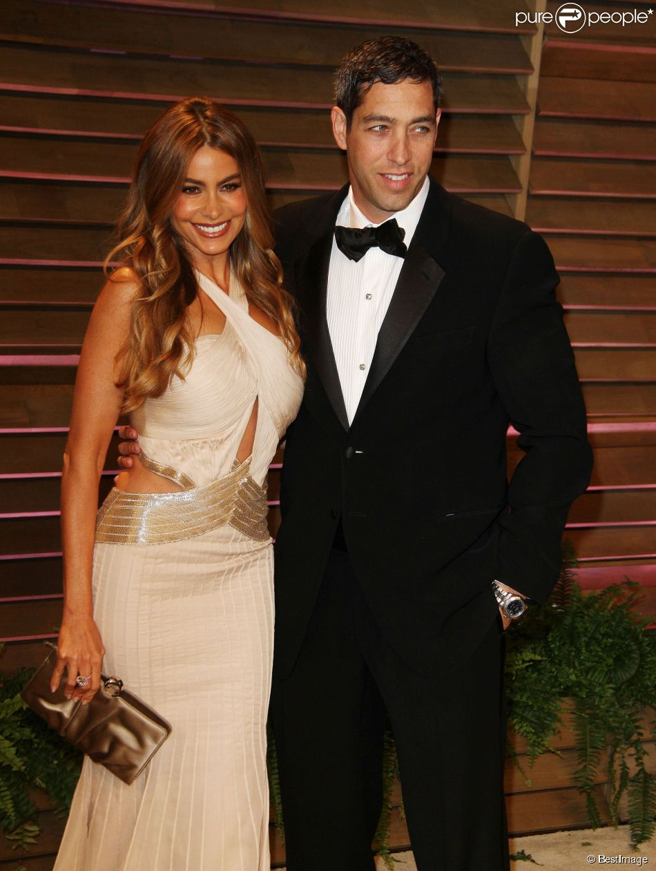 Sofia Vergara et son fiancé Nick Loeb à la Vanity Fair Oscar Party, au Sunset Plaza, West Hollywood, le 2 mars 2014.