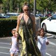 Jennifer Lopez va faire du shopping chez Barnes & Noble avec son petit ami Casper Smart et ses enfants Max et Emme à Calabasas, le 14 septembre 2013.