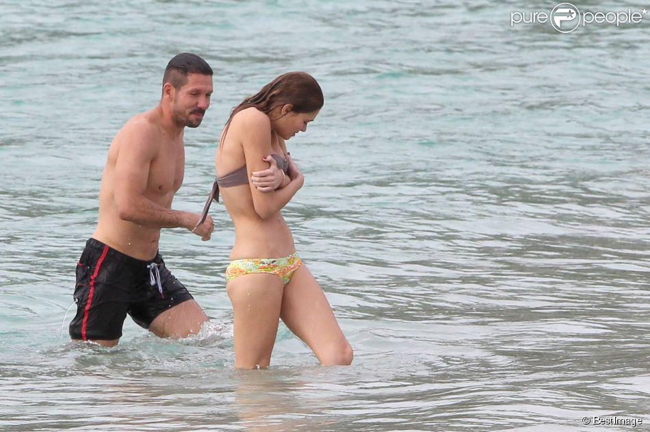 Exclusif - Le coach de l'Atlético Madrid Diego Simeone et sa compagne Carla Pereira en vacances à Saint-Barthelémy le 27 mai 2014.
