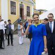 La princesse Victoria de Suède, habillée aux couleurs nationales, et son époux le prince Daniel ont assisté à la cérémonie de la citoyenneté dans le parc du château d'Ulriksdals à Solna, Stockholm, le 6 juin 2014, le jour de la fête nationale suédoise.