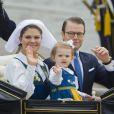 Un tour de calèche pour la princesse Estelle ! La procession royale de la fête nationale suédoise, le 6 juin 2014 à Stockholm, a transporté le roi Carl XVI Gustaf, la reine Silvia, la princesse héritière Victoria, le prince Daniel et la princesse Estelle, ainsi que la princesse Madeleine et Christopher O'Neill au parc de Skansen pour la soirée de festivités.
