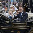 La procession royale de la fête nationale suédoise, le 6 juin 2014 à Stockholm, a transporté le roi Carl XVI Gustaf, la reine Silvia, la princesse héritière Victoria, le prince Daniel et la princesse Estelle, ainsi que la princesse Madeleine et Christopher O'Neill au parc de Skansen pour la soirée de festivités.